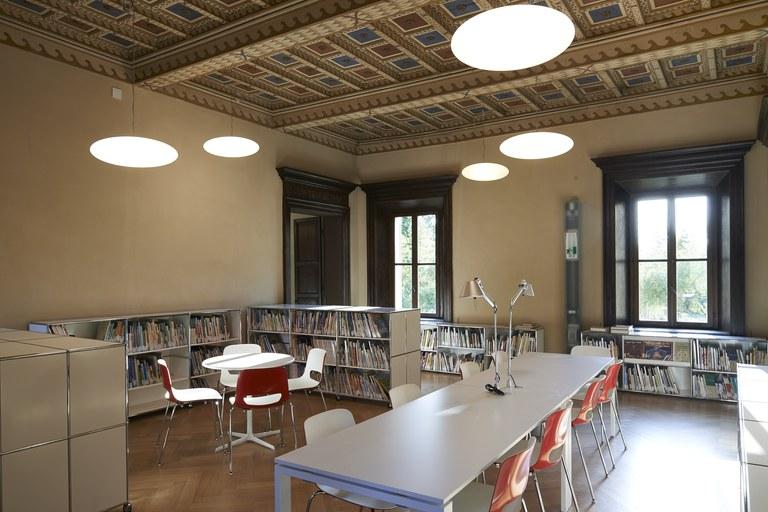 interno biblioteca ragazzi